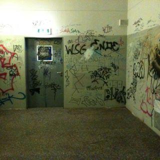 15. Urinal