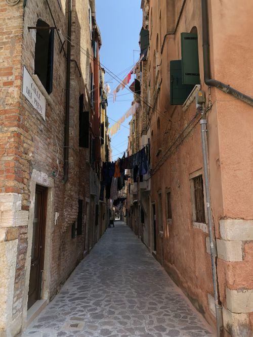 Calle dei Preti